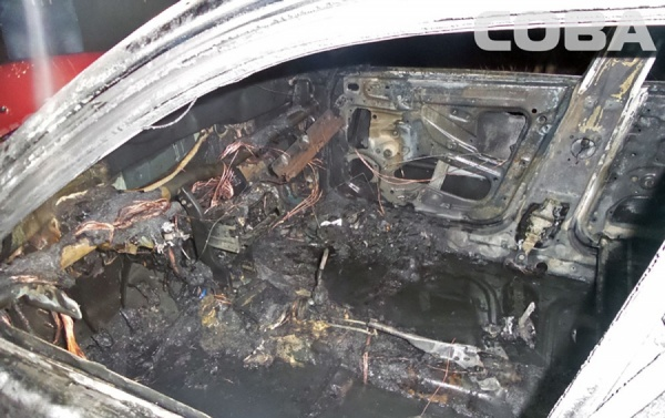 Ночью в Екатеринбурге снова сгорели две машины