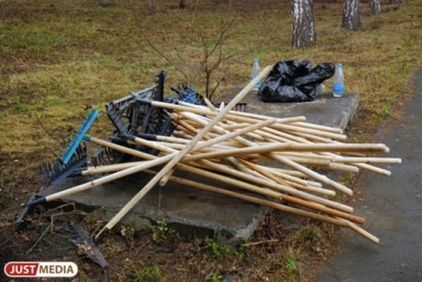 Снежный циклон сбил график весенней уборки города, но мэрия обещает закончить уборку до 9 мая