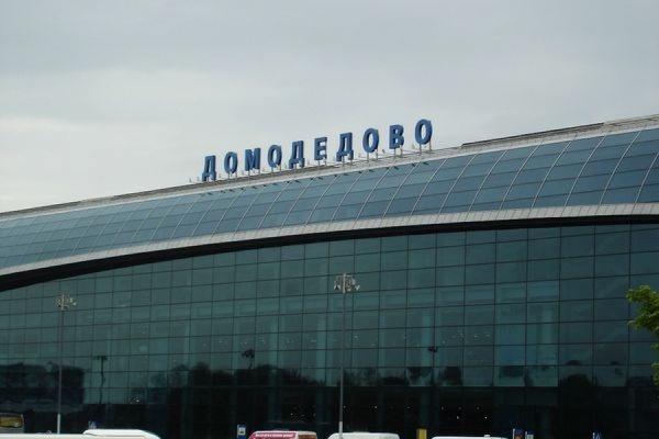 В аэропорту Домодедово грузчики подменили 3 млн долларов строительным мусором