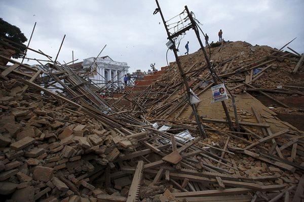 Число жертв разрушительного землетрясения в Непале превысило 3,2 тыс. человек