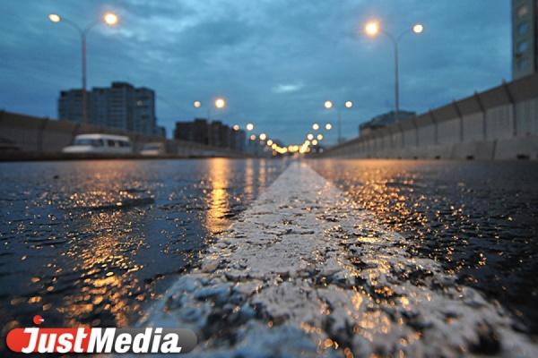 Коммунальщики Екатеринбурга вывезли из города в выходные более 300 тонн грязи