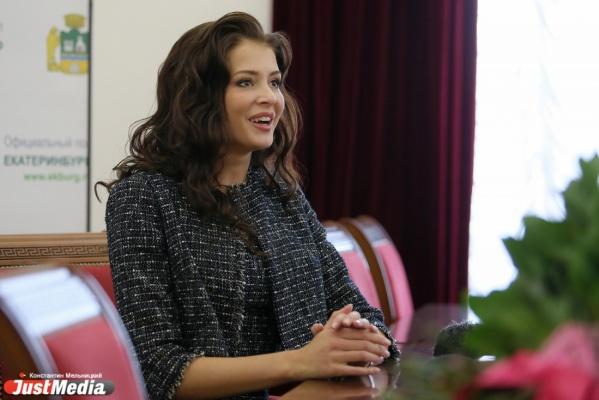 «Как только увидела в зале взгляд родителей, волнение сняло как рукой». «Мисс России» вернулась в родной Екатеринбург и рассказала о своей победе