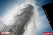 Рядом с Уральским центром МЧС из-под земли бьет фонтан холодной воды