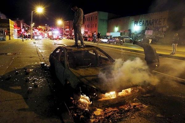 В Балтиморе произошли ожесточенные столкновения демонстрантов с полицией