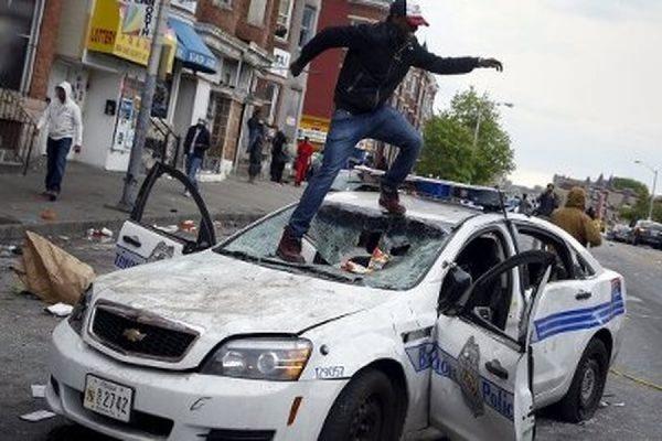 В ходе беспорядков в Балтиморе полиция арестовала 200 человек
