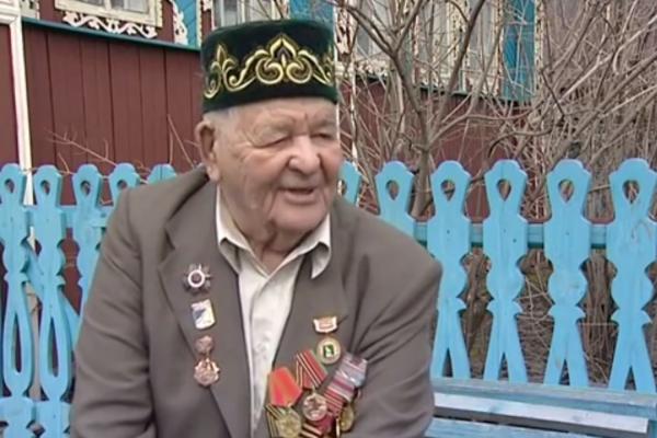Свердловскому ветерану, который хочет дожить до ста лет, власти не дают ни новое жилье, ни деньги на ремонт