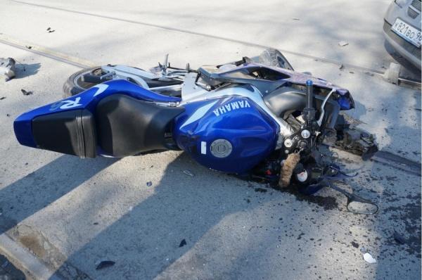 Сезон сбитых мотоциклистов открыли в Нижнем Тагиле. ВИДЕО