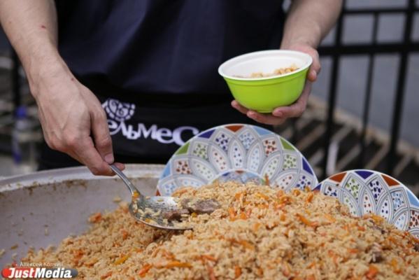 Буузы, шулэп, бухлеор. В Екатеринбурге открылось первое кафе бурятской и монгольской кухни