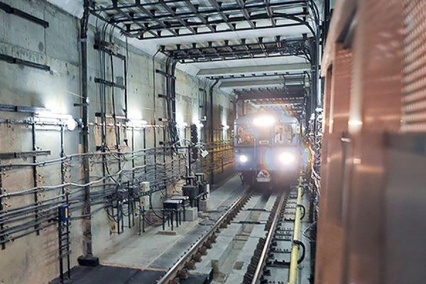 В московском метро поезд протащил зажатого дверьми мужчину до следующей станции