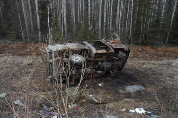 Под Волчанском заяц спровоцировал ДТП: двоих пострадавших увезли на скорой, один автомобиль сгорел дотла
