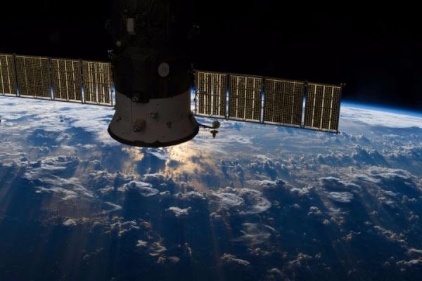 Космический корабль «Прогресс М-27М» начал неконтролируемый сход с орбиты