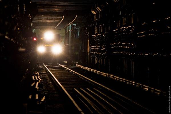 Сегодня утром в московском метрополитене пассажира зажало дверями электропоезда и протащило несколько метров