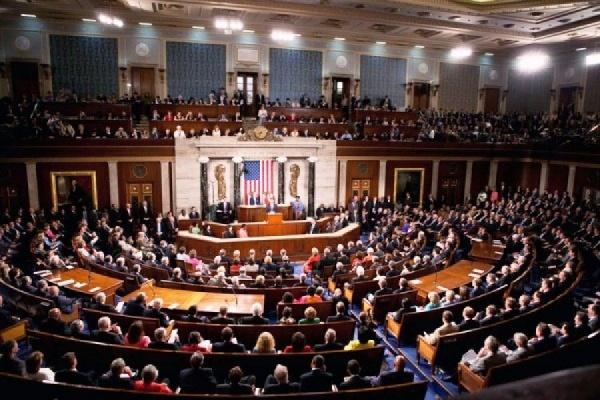 В США Конгресс принял бюджет, увеличивающий расходы на военных