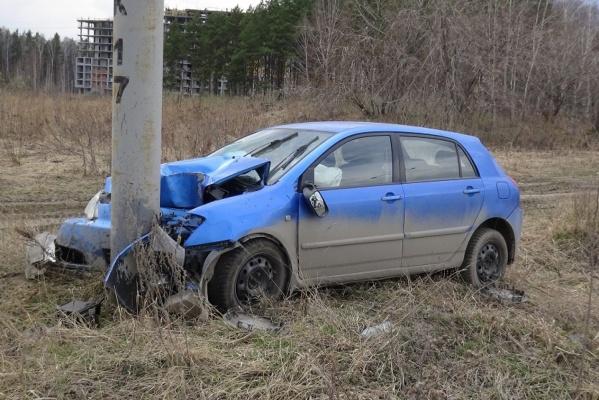 На Россельбане автоледи врезалась в опору рекламного щита. В ДТП пострадал ребенок. ФОТО