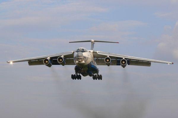 Ил-76 с эвакуированными из Непала украинцами при посадке в Дели пробил колесо