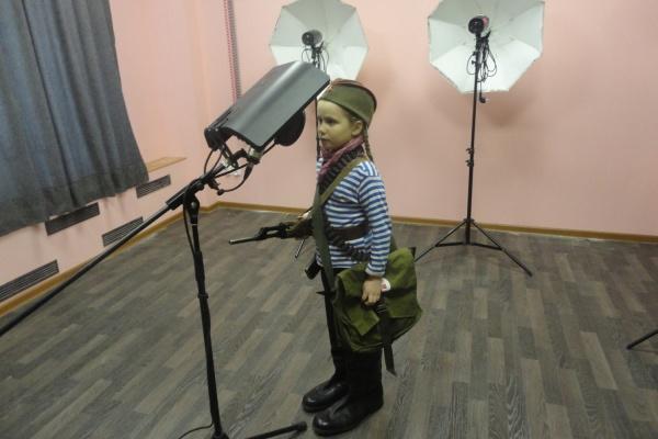 Общественный транспорт Екатеринбурга заговорил о войне голосами школьников