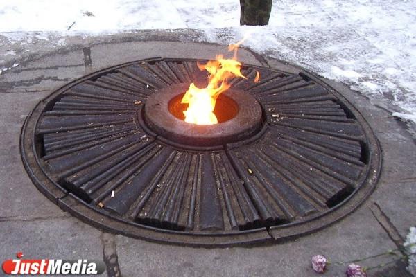 Вечный огонь прибыл в Екатеринбург