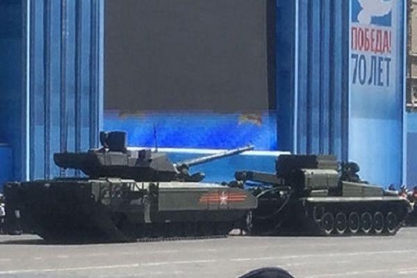 Танк нового поколения «Армата» заглох на Красной площади во время репетиции парада Победы