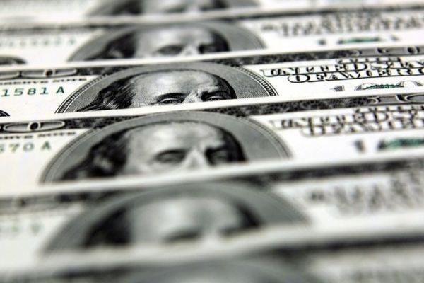 Банк России повысил официальный курс доллара до 50,36 рубля