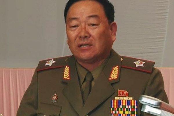 В КНДР из зенитного орудия расстреляли министра обороны Хен Ен Чхоля