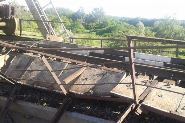 В Одессе подорвали железнодорожный мост перед движущимся поездом