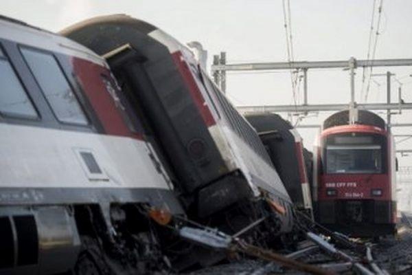 В результате крушения пассажирского поезда под Филадельфией погибли пять человек