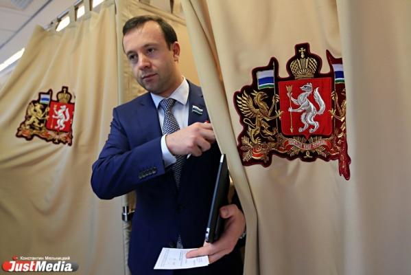 Депутат Коробейников проверит качество топлива на автозаправках Екатеринбурга