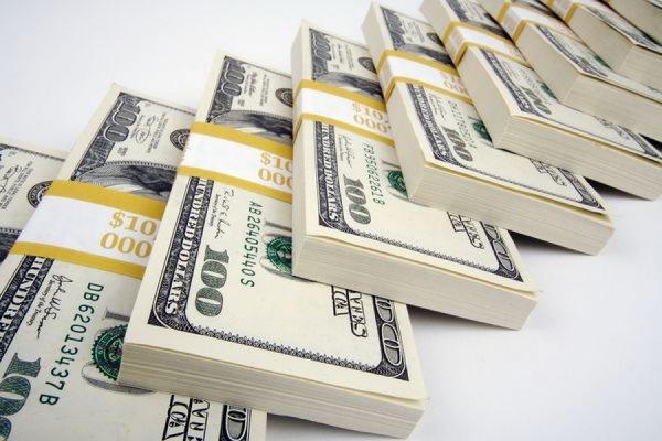 ЦБ РФ снизил официальный курс доллара до 49,54 рублей