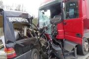 На Пермском тракте в страшной аварии с участием грузовика погиб водитель Mercedes