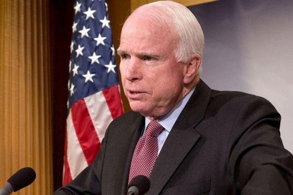 Американский сенатор Джон Маккейн опроверг свое участие в совете при Петре Порошенко