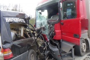 Водитель легкового Mercedes погиб на Пермском тракте при столкновении с тягачом той же марки