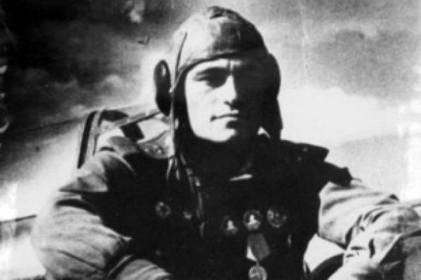 Рада присвоила аэропорту Симферополя имя советского летчика Амет-Хана Султана