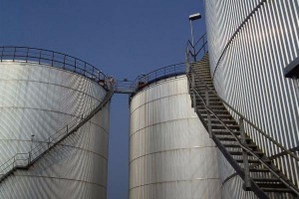 В Новосибирске сотрудники нефтебазы украли топливо для армии на миллиард рублей