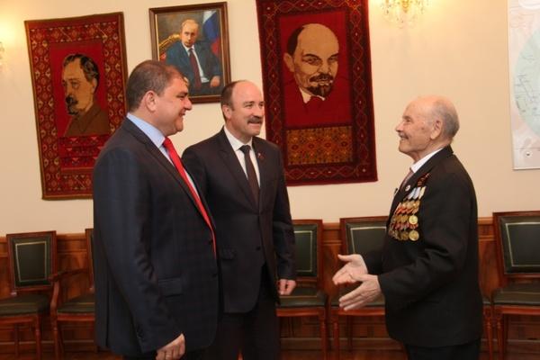 Губернатор Вадим Потомский встретился с ветераном ВОВ Виктором Андреевичем Шигиным