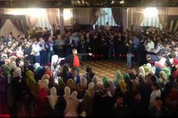 Кадыров станцевал лезгинку на свадьбе 47-летнего главы РОВД и 17-летней девушки