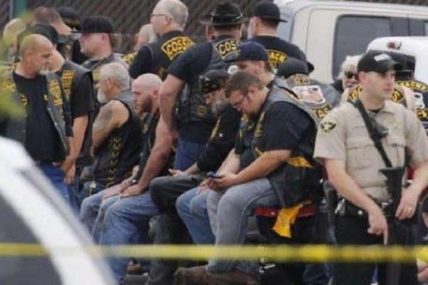 В Техасе девять человек погибли в результате перестрелки байкеров у бара