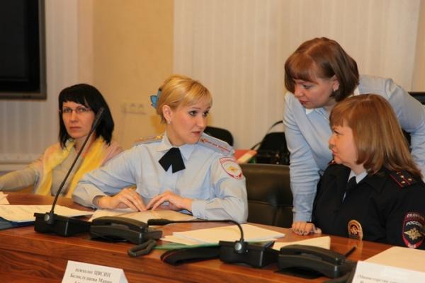 Жительница Екатеринбурга пожаловалась на телефон доверия полиции на учителя английского, который кричит на детей
