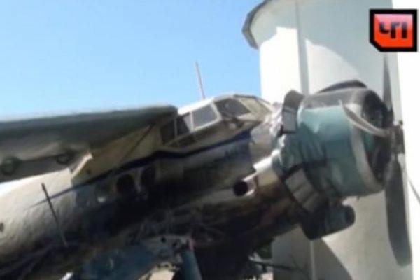 На Ставрополье самолет Ан-2 врезался в церковь во время жесткой посадки