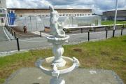 Верхотурские заключенные соорудили для себя светящийся фонтан со скульптурой девушки