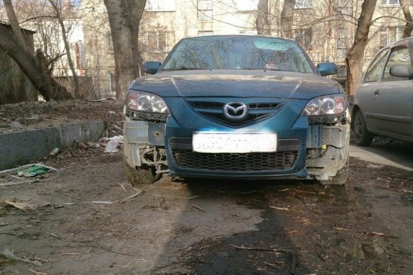 В Екатеринбурге неизвестные с корнем выдирают из автомобилей «противотуманки»