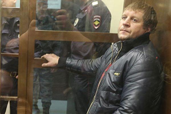Суд приговорил бойца Александра Емельяненко к 4,5 годам колонии за изнасилование