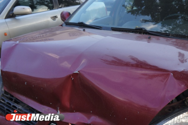 На 8 Марта произошло лобовое столкновение двух иномарок. Образовалась пробка