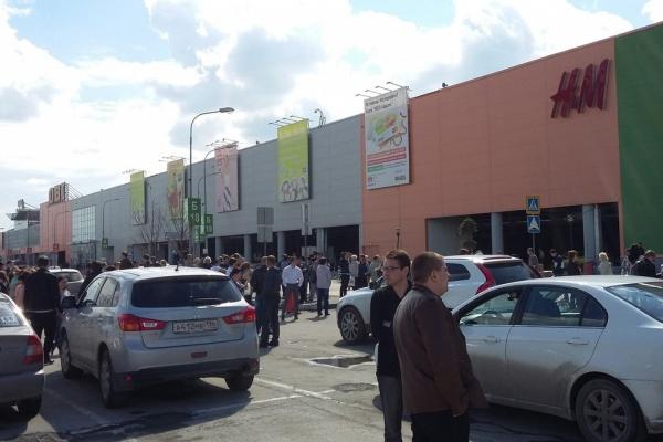 Служба безопасности «МЕГИ» напугала посетителей и работников ТЦ, эвакуировав их из здания. ФОТО