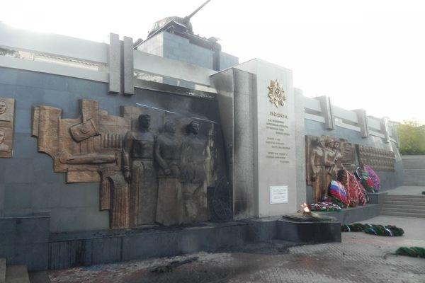 В Улан-Удэ пьяный вандал поджег венки на мемориале Победы