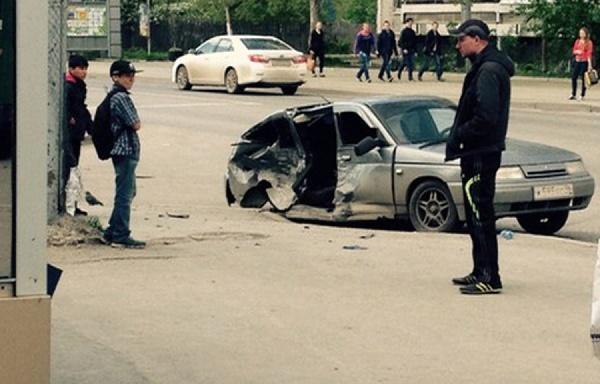 «Вынесло двери и оторвало колесо». На ВИЗе произошло серьезное ДТП с участием кроссовера. ФОТО