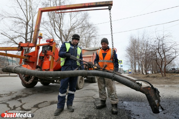 Областные власти так и не выделили деньги на ремонт дорог в Екатеринбурге: «Автопробег прошел, и снова никому ничего не нужно»