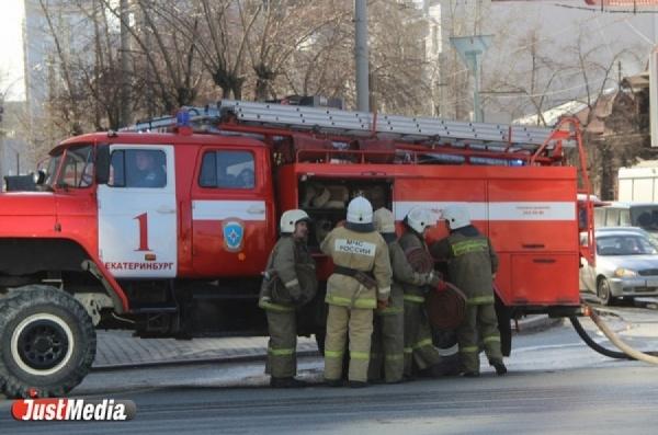 В Алапаевске загорелось местное отделение пожарной части