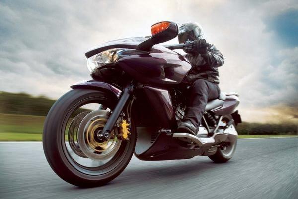 На Кутузовском проспекте в ночь на 22 мая был сбит на смерть  мотоциклист