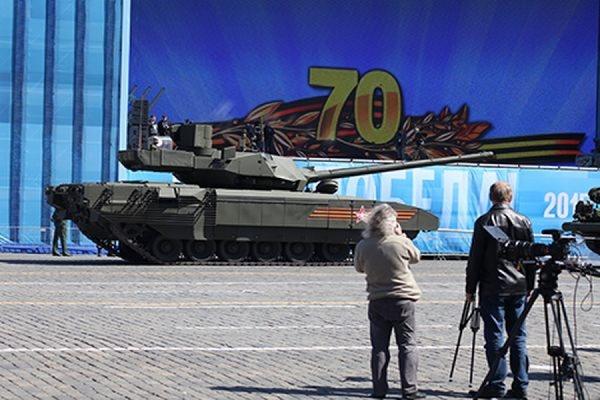 Рогозин рассказал, почему танк «Армата» «заглох» на репетиции парада Победы
