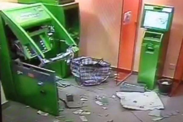 Полицейские задержали преступников, подорвавших банкомат на юге Москвы
